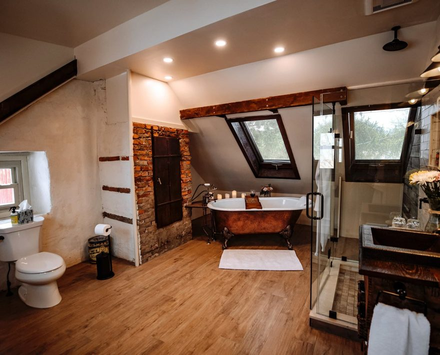 Suite Victory Bathroom with clawfoot tub
