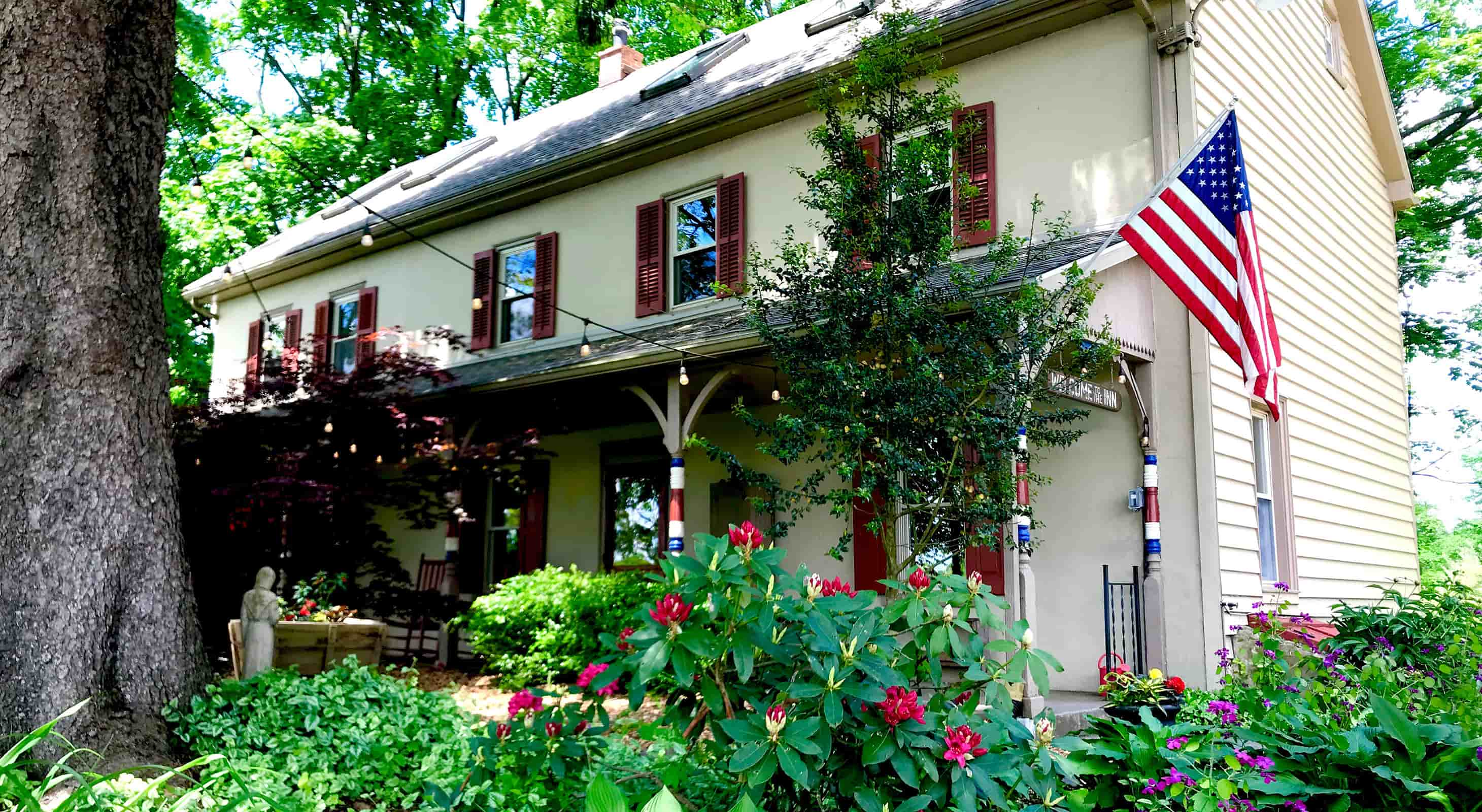 Exterior view of the inn in spring - B&B by New Hope
