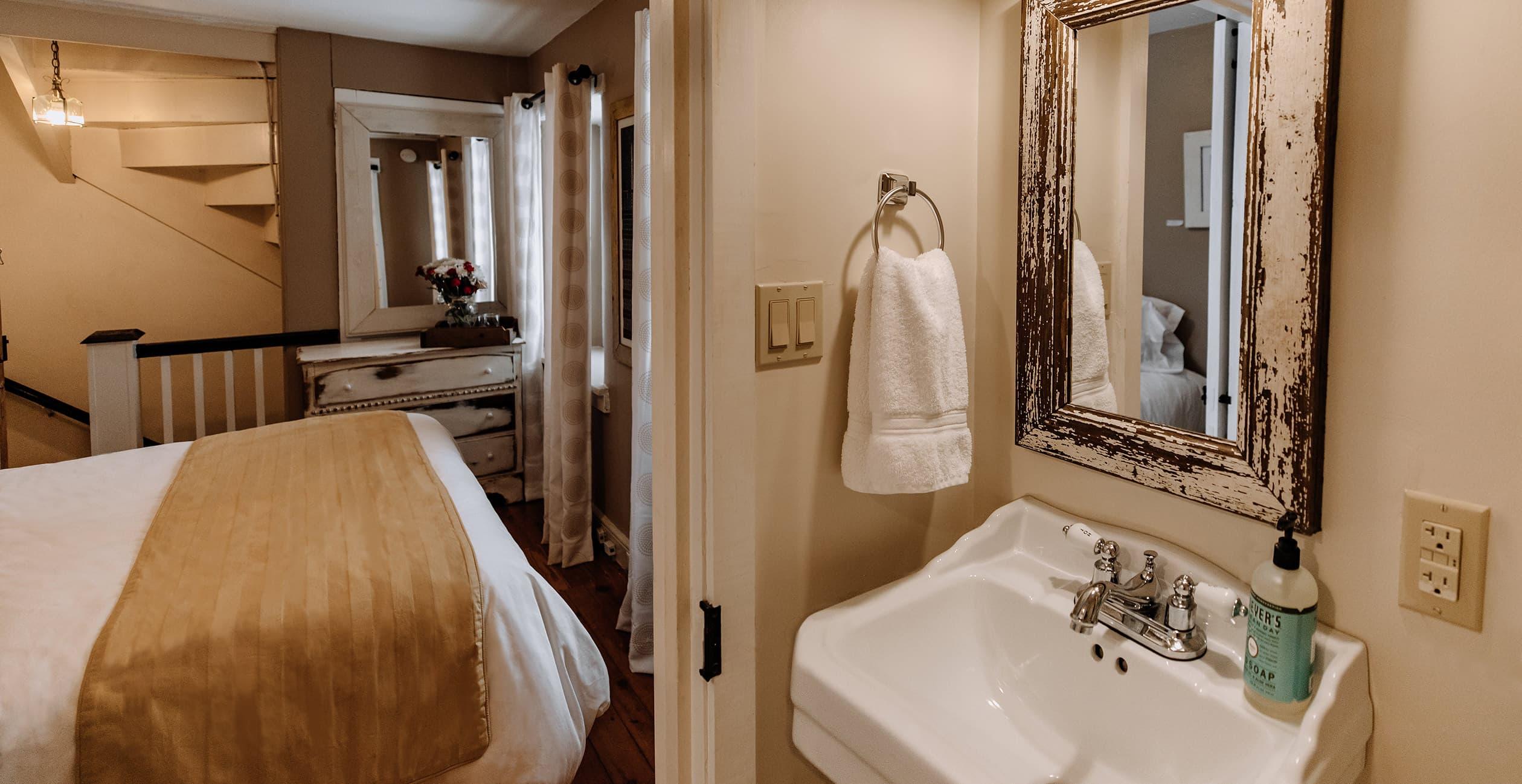 Independence Room bath